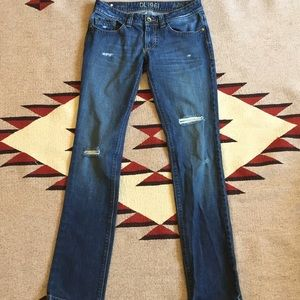 EUC DL1961 Sally distressed jeans 27x32